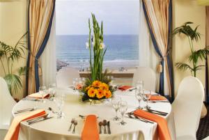 ארוחה במלון השרון הרצליה צילום הרבט ביסקו