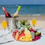 ארוחת בוקר מול הים-לובי בר מלון חוף נחשולים צילום בועז לביא